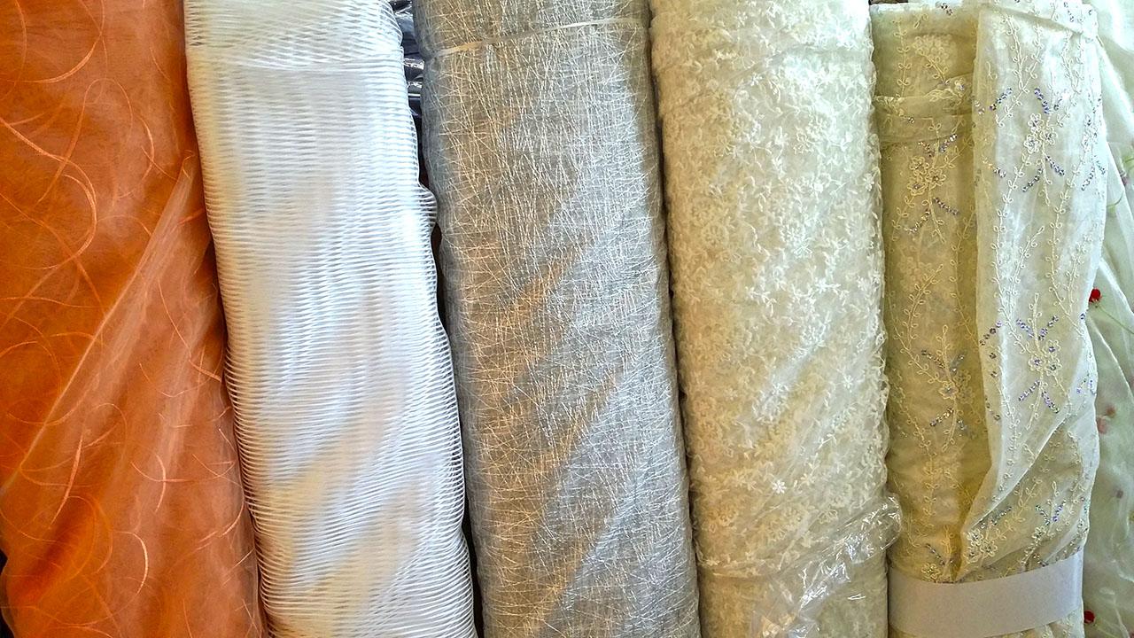 Stoffa per tende interesting tessuto per tende with - Stoffe per tende da cucina ...